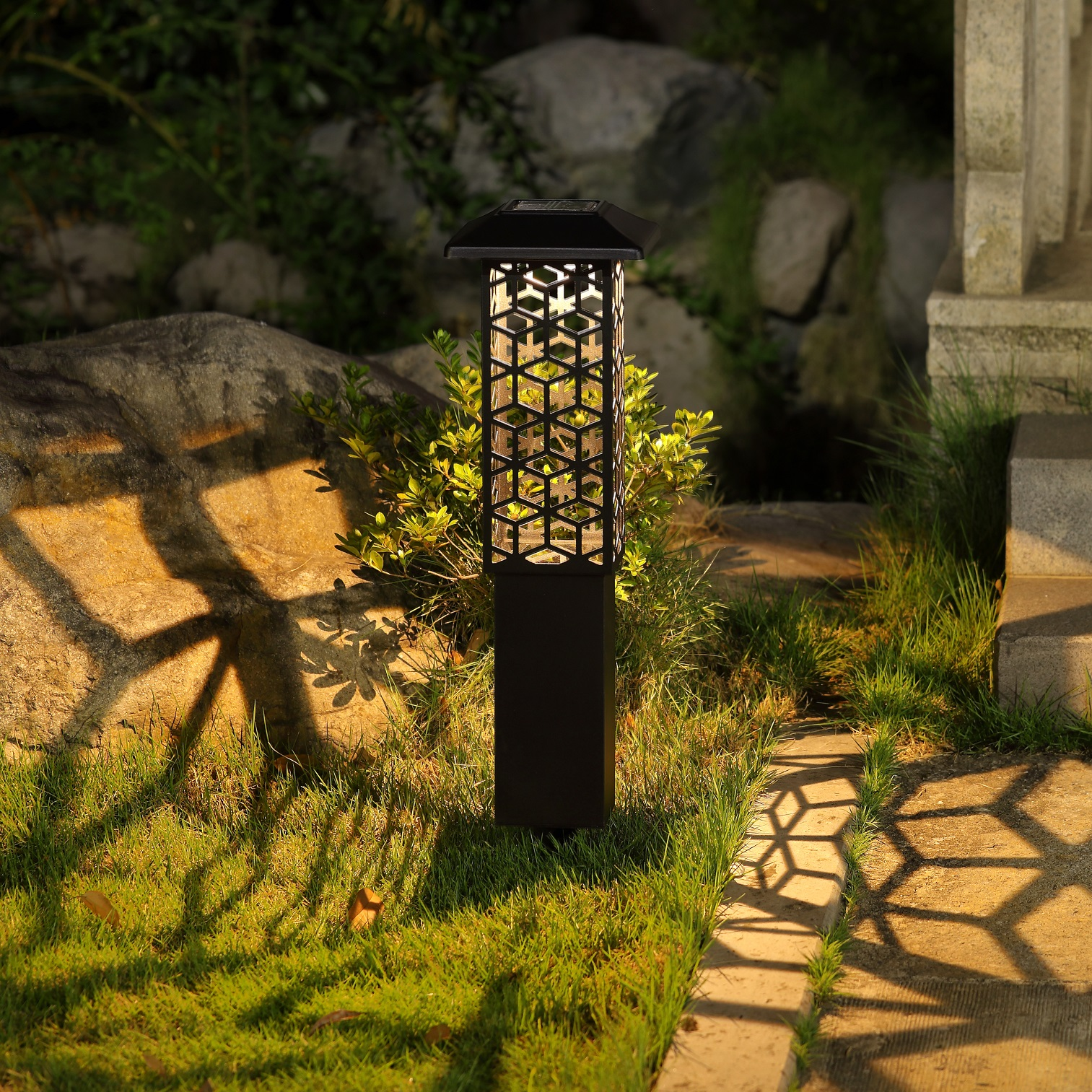 Hosus Solar Bollard Light Black